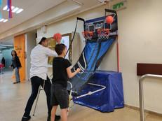 עמדת כדורסל זוגית.jpg