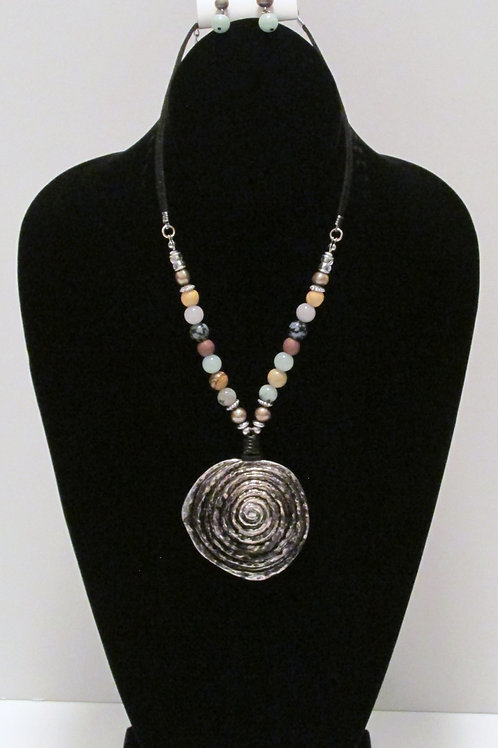 """Queen """"A Wrinkle in Time"""" Beaded Necklace Set"""