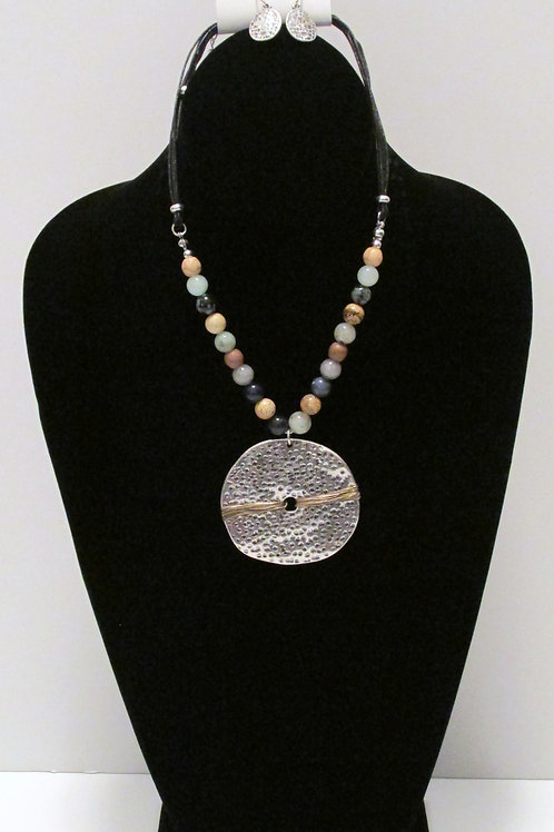 Queen Centered Bead Necklace Set