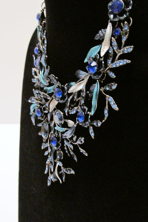 Queen Blue Royal Bling and Flowers Necklace Set