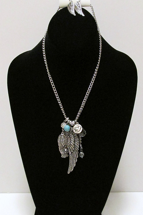Queen Love, Angel and Wings Necklace Set