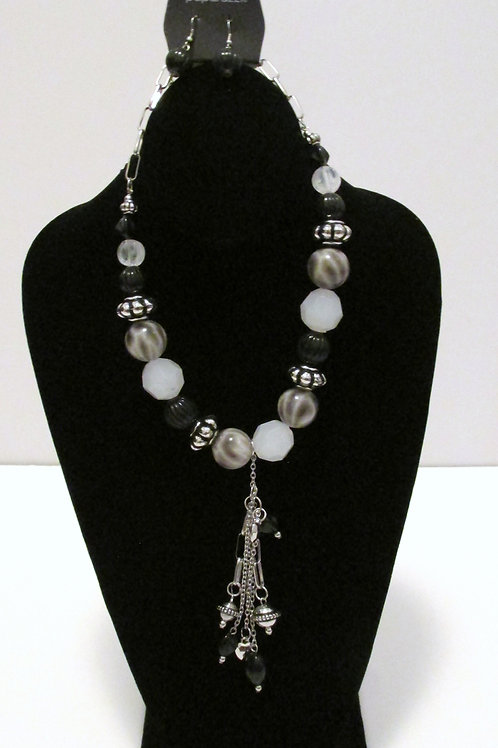 Break A Leg Necklace Set - Paparazzi