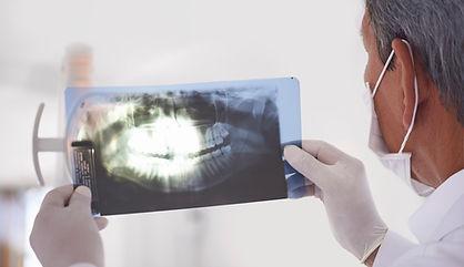 Examinando um X-Ray