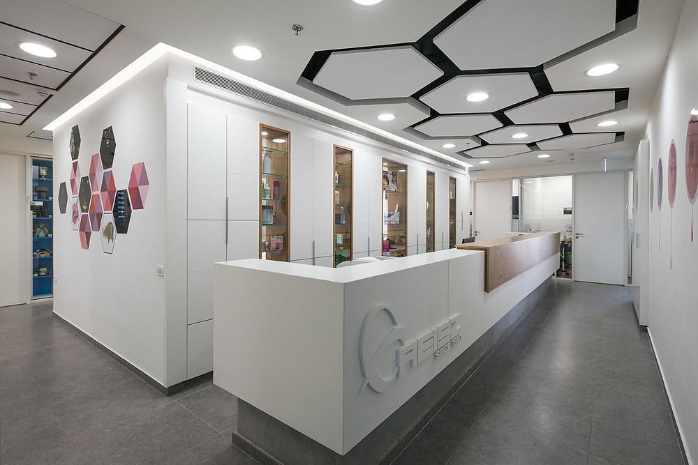 עיצוב דלפק קבלה ומשרדי חברה - סטודיו ניר יפת