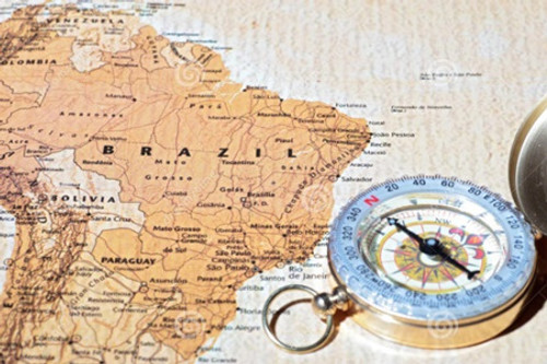 destino-brasil-do-curso-mapa-antigo-com-compasso-do-vintage-44587251