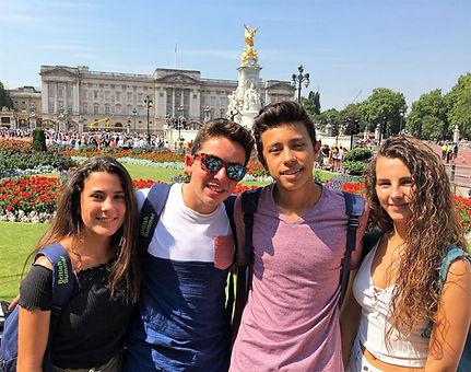 Students Buckingham Palace.jpg