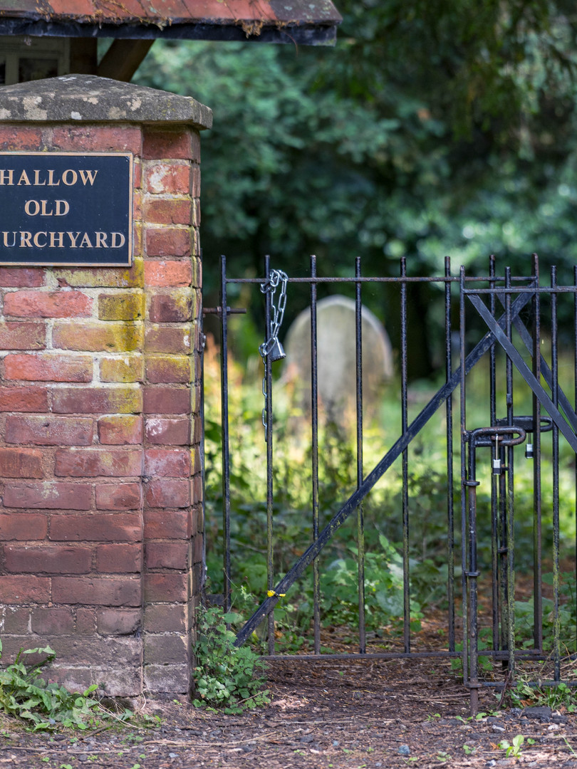 Hallow_Old_Church_Yard 1.jpg