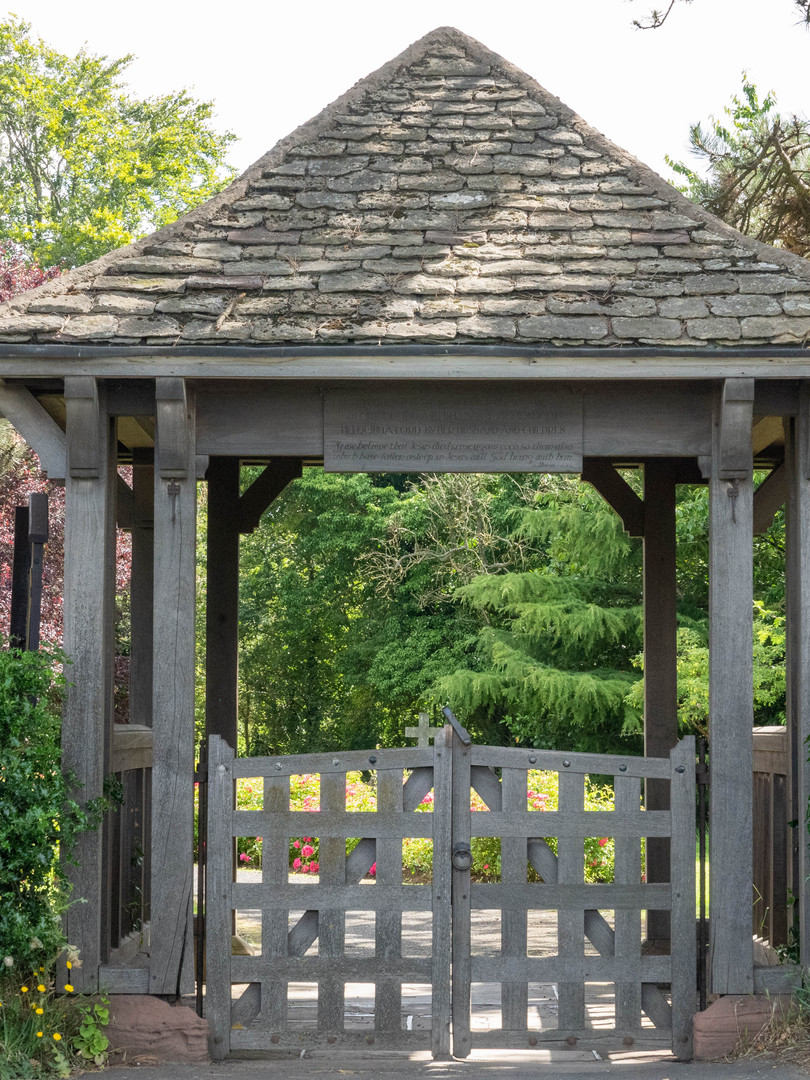 Hallow Church Gate.jpg