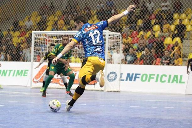 5636cdfcc10bd Novas regras do Futsal  lateral e escanteio agora podem ser cobrados com a  mão