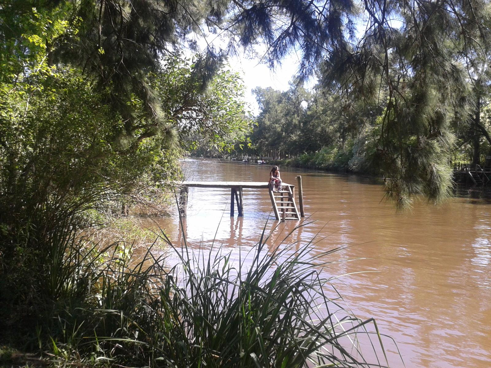 El muelle de Hipocampo sobre el río