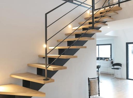 Architecture de maison moderne et la sécurité des escaliers aux barreaux horizontaux