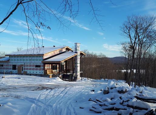 Avancement de la maison avec vue sur le lac