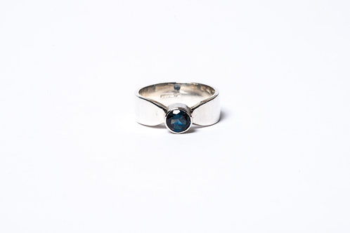 Ring with Iolite
