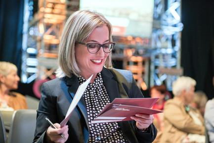 Claudia Merz Moderatorin