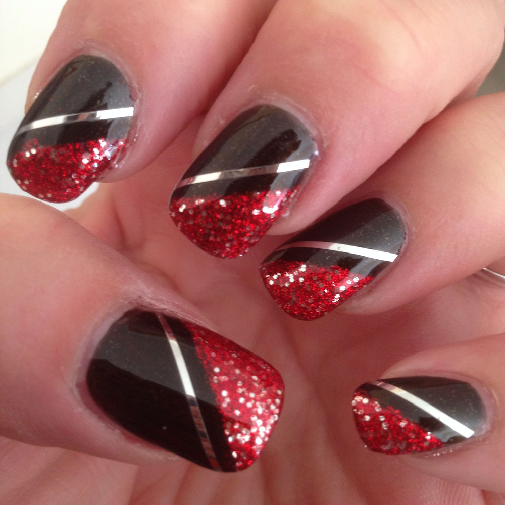 nails designs red