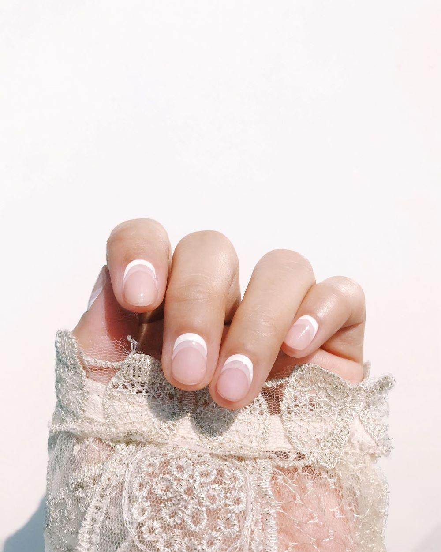 nails designs white