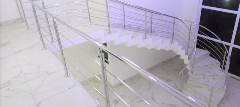 corrimão_para_escada_em_aço_inox.jpeg