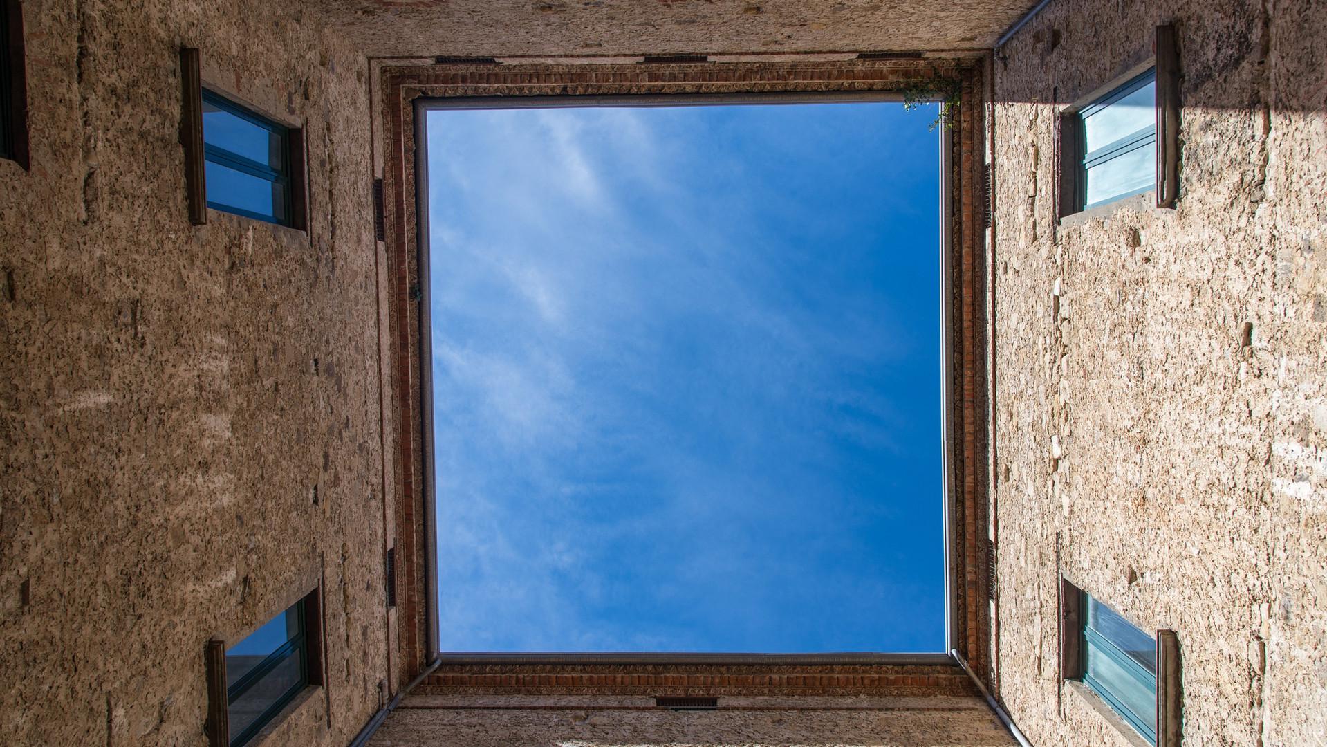 Il Cortile del Palazzo Alario