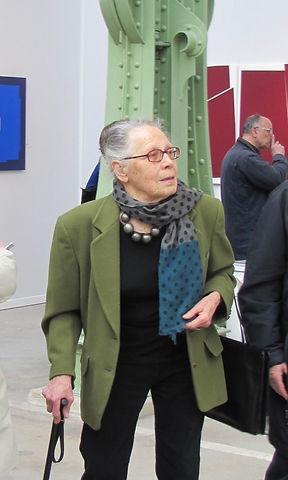 Vera MOLNAR. Grand Palais Mars 2010.jpeg