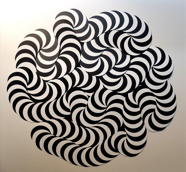 Mouvement_Perpétuel_-_cercles_noirs_et_b