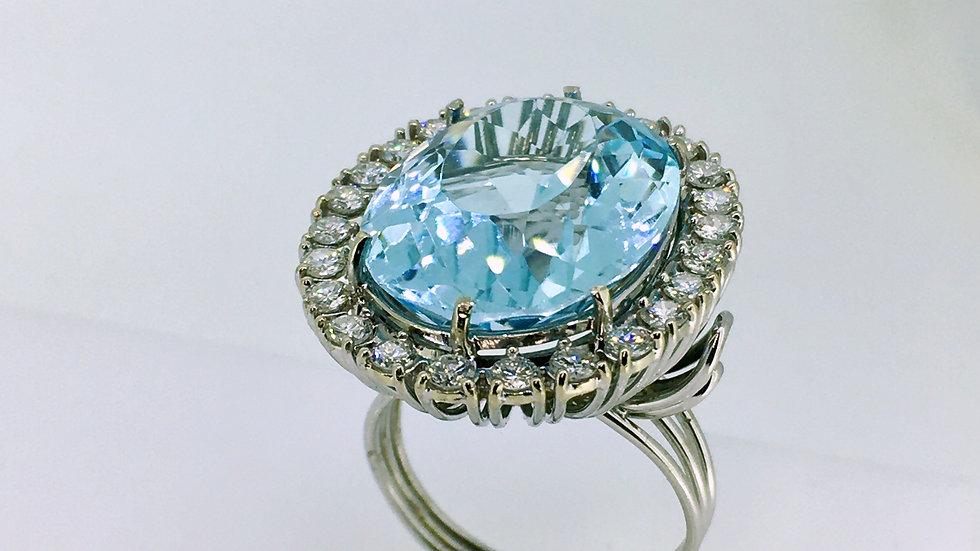 Witgouden ring met schitterende blauwe topaas en briljanten