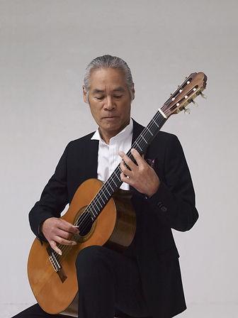 荘村清志 演奏 中(C)Hiromichi NOZAWA (1).jpg