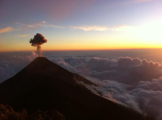volcano acatenango hike 3