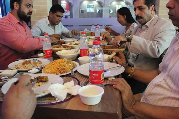 مطاعم الكباب الأفغاني في مشي مارينا ، جميرا ، دبي