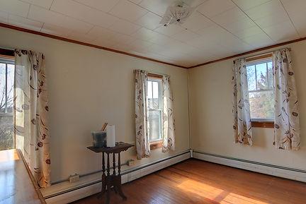 front bedroom 3.jpg