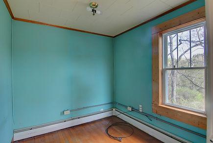 back bedroom closet.jpg