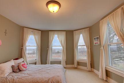 bedroom 3 windows.jpg