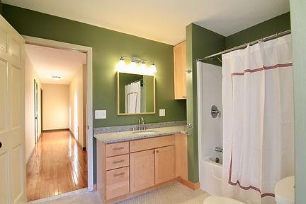 upstairs bath 2.jpeg