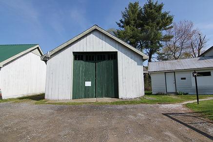 middle barn outside.JPG