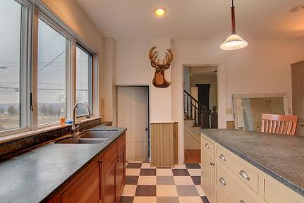 kitchen counters 2.jpg