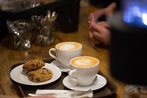Café con leche y galletas