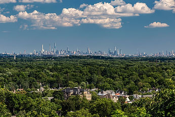 Ridgewood Crest Rd. New York Skyline.jpe