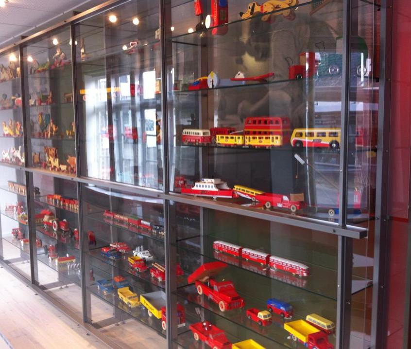 LEGO wood models