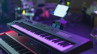 Teclado MIDI na sala de concertos