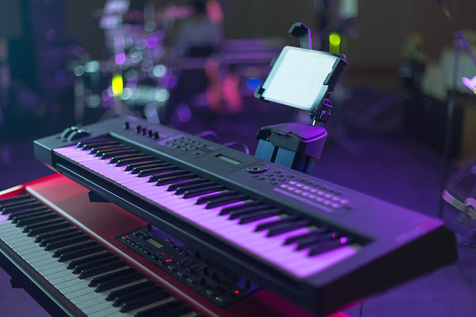 コンサートホールでのMIDIキーボード