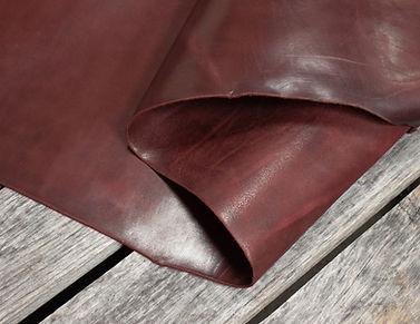 Burgundy_Latigo_Thoroughbred_Leather_Det