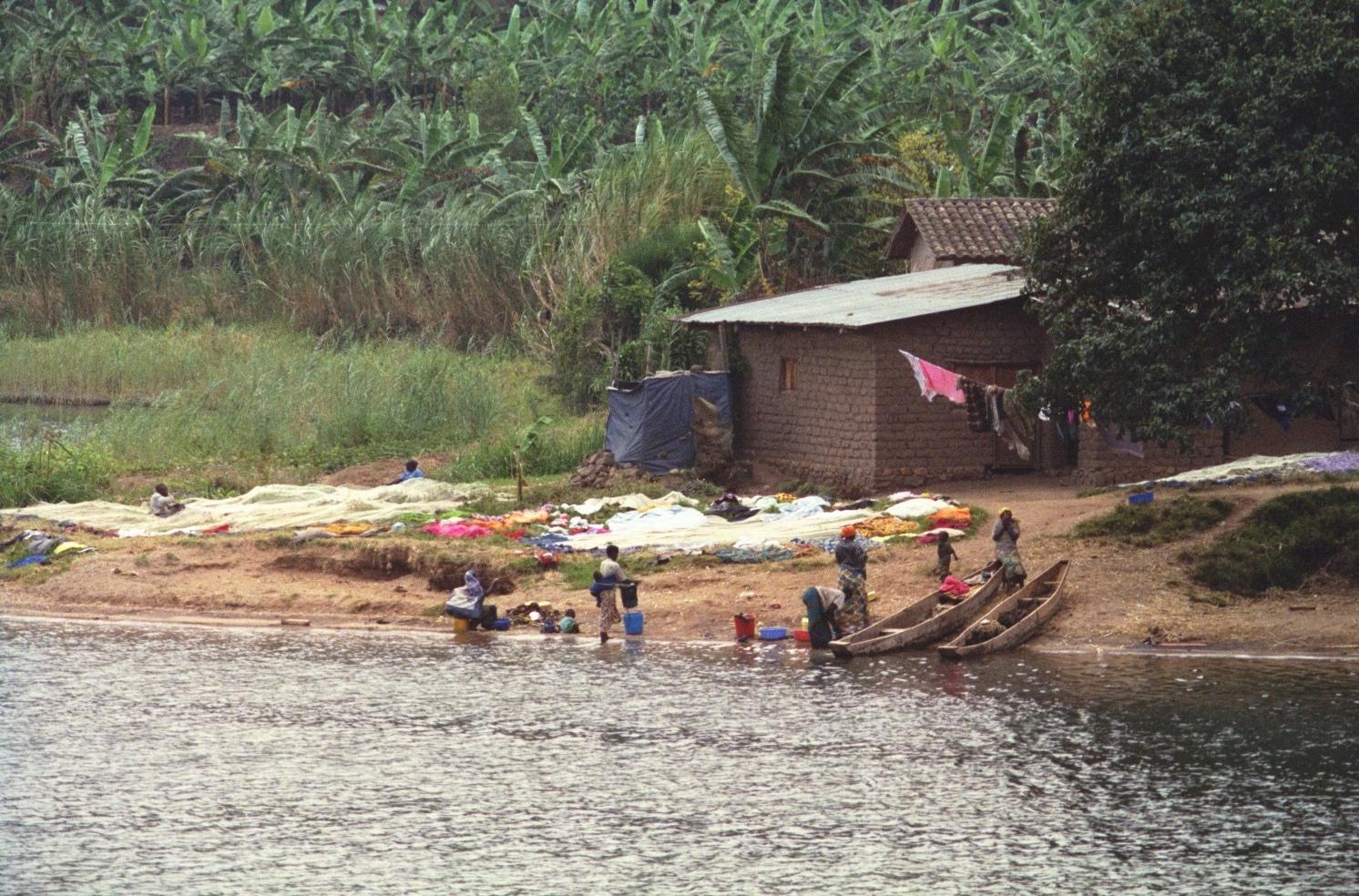 Lake_Kivu_shoreline_at_Gisenyi