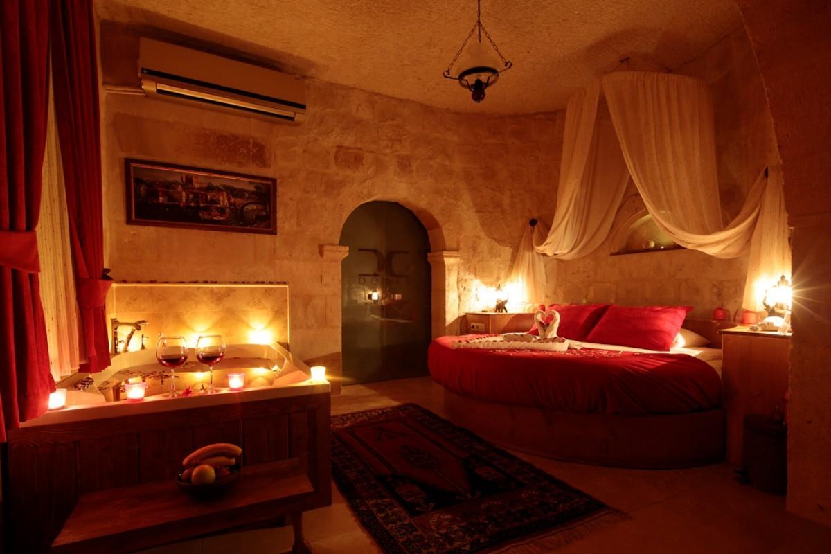 Doors-of-Cappadocia-Kapadokya-otelleri-balayi-suit