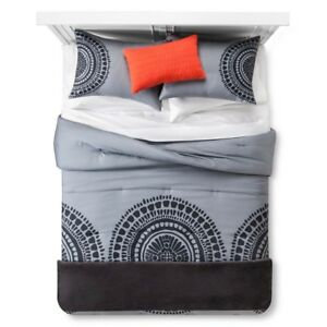 Room Essentials 5pc Bed & Throw Set