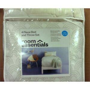 Room Essentials 4pc Bed Set