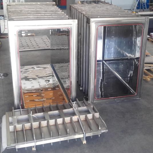 Autoclavi per sterilizzatori a vapore con intercapedine