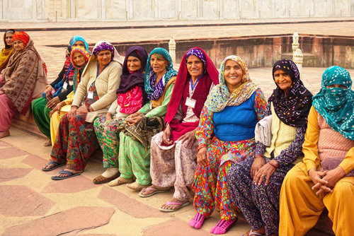 Women beside the Taj Mahal