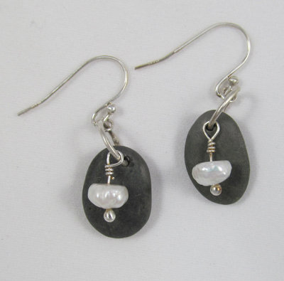 Earrings - pebble with a pearl