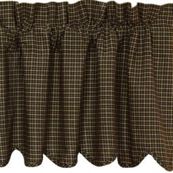 Kettle Grove Plaid Scallop Tiers