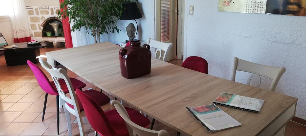 Une salle de réunion multimodale acceuillant jusqu'à 10 personnes.