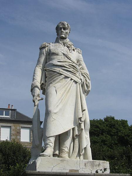 Pomník generála Valhuberta v rodném Avranches.